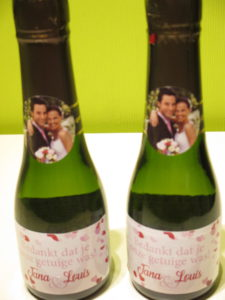 huwelijksbedankjes met rode en roze hartjes