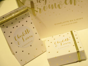 huwelijksbedankjes wit met gouden bolletjes